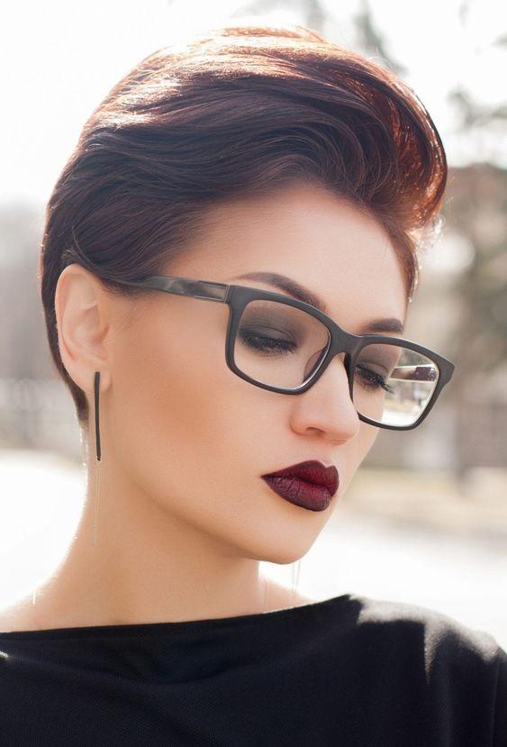 Frisuren mit Brille für kurzes Haar