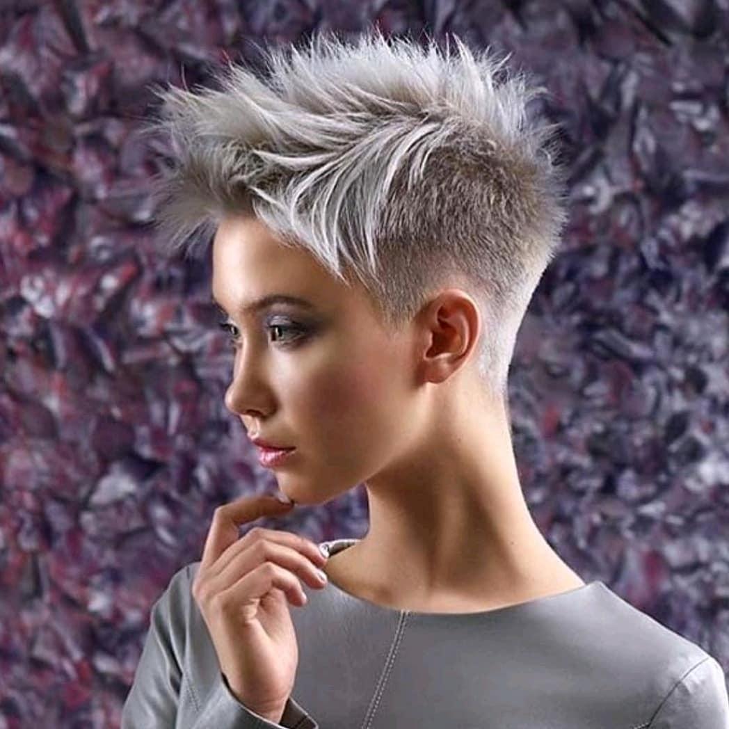 Trend des Jahres., kurze graue Haarschnitte. einfach zum verlieben