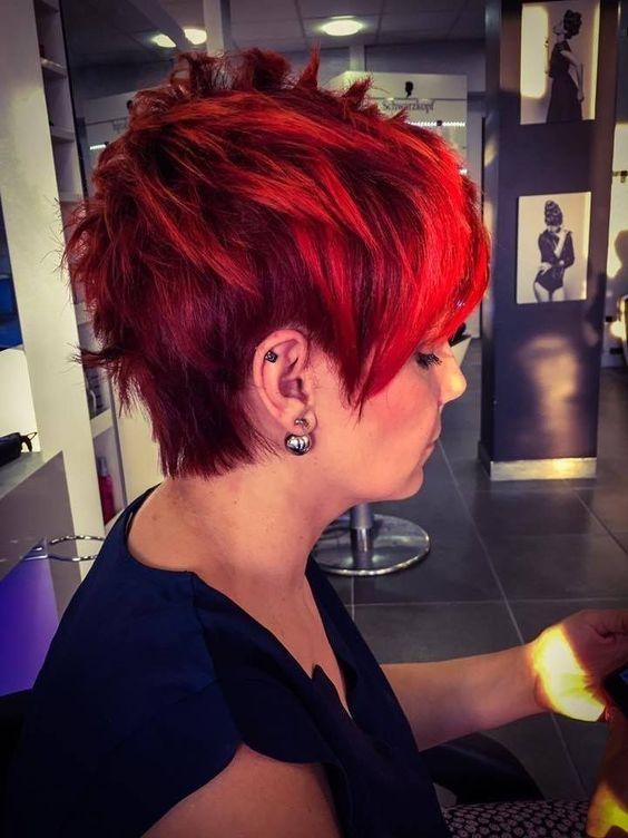 10.Sehr kurz gefärbte rote Haare