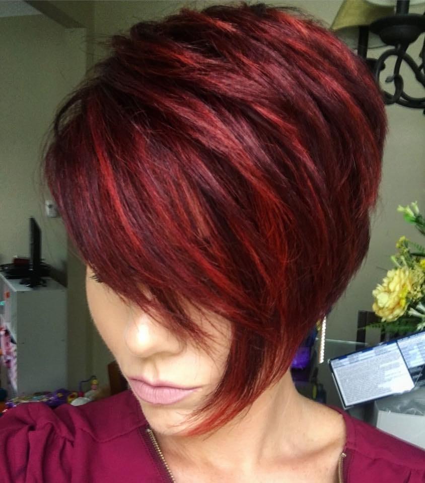 Natürliches rotes Haar mit Highlights