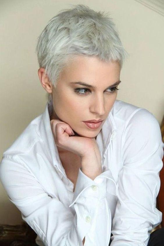 10 Super-Trend kurze Frisuren für graues Haar