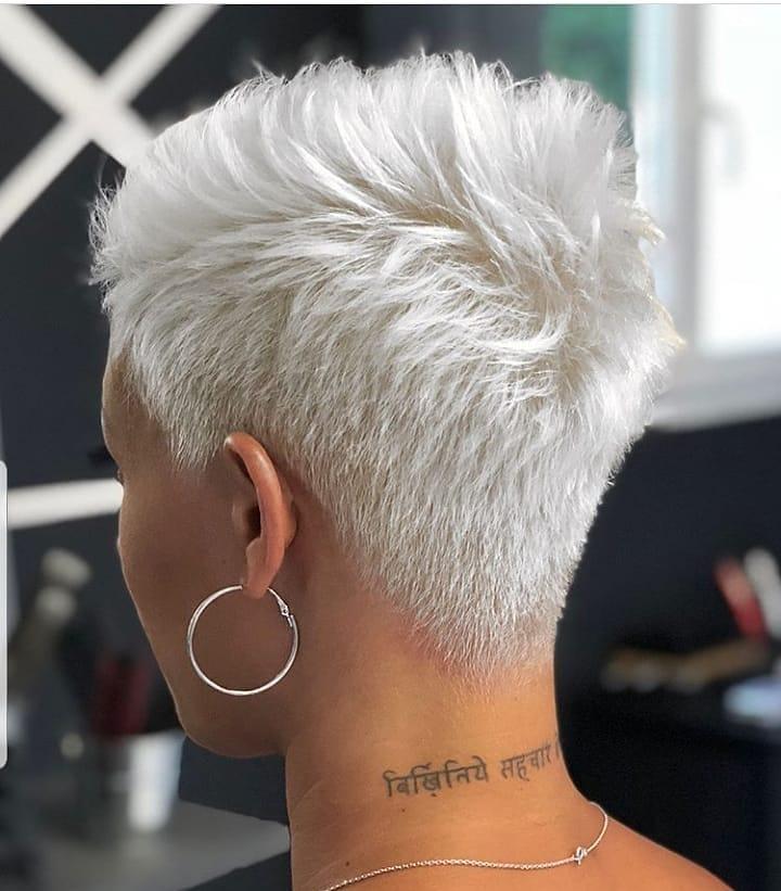 Neue Trend 2020: Haare weiß färben