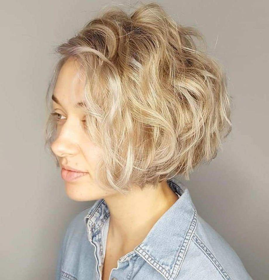 Kurze lockige Frisuren, die Ihren Spiralen neues Leben geben