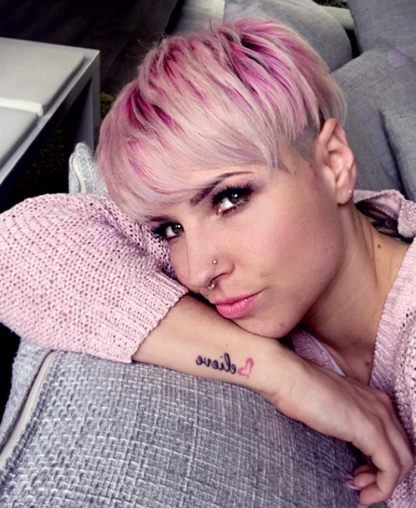 10 Wunderschöne, kurze pinke Haarschnitte