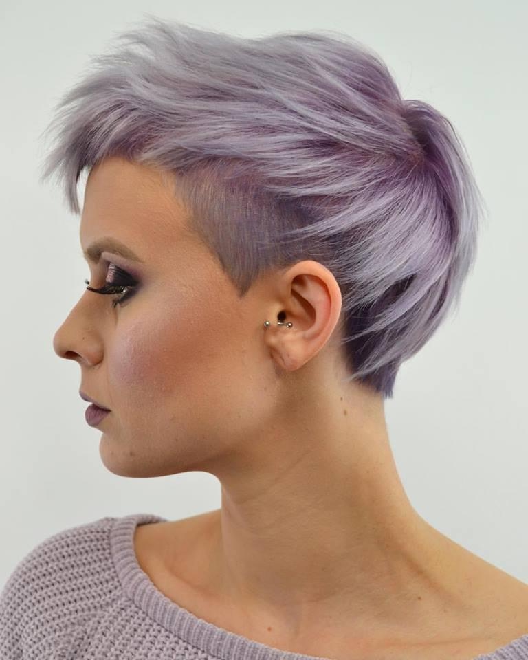 Welche Haarfarben werden diesen Frühling besonders glänzen?? Endecken Sie es mit uns!