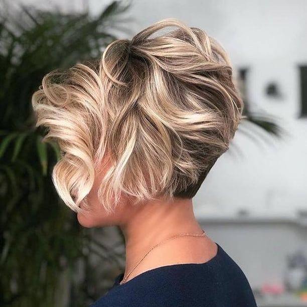 11 besten langwinkligen Bob-Frisuren, die wir lieben